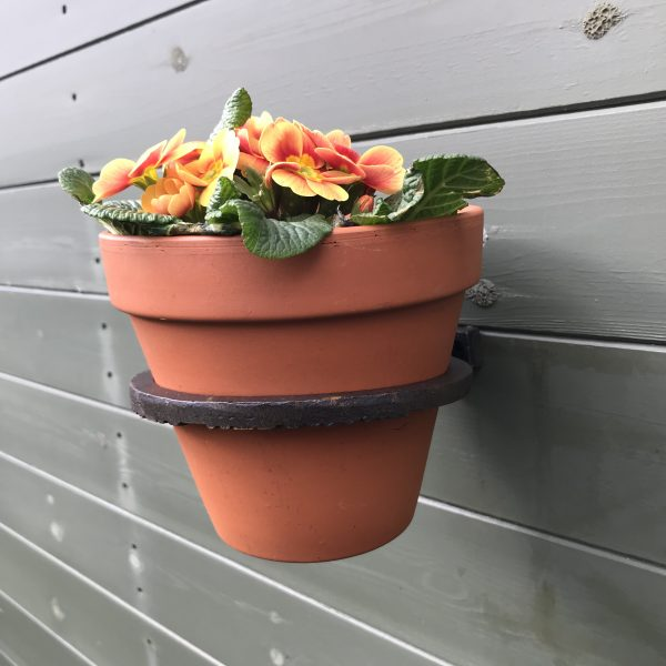Single Cast Iron Wall Mounted Flower Pot Holder 11cm